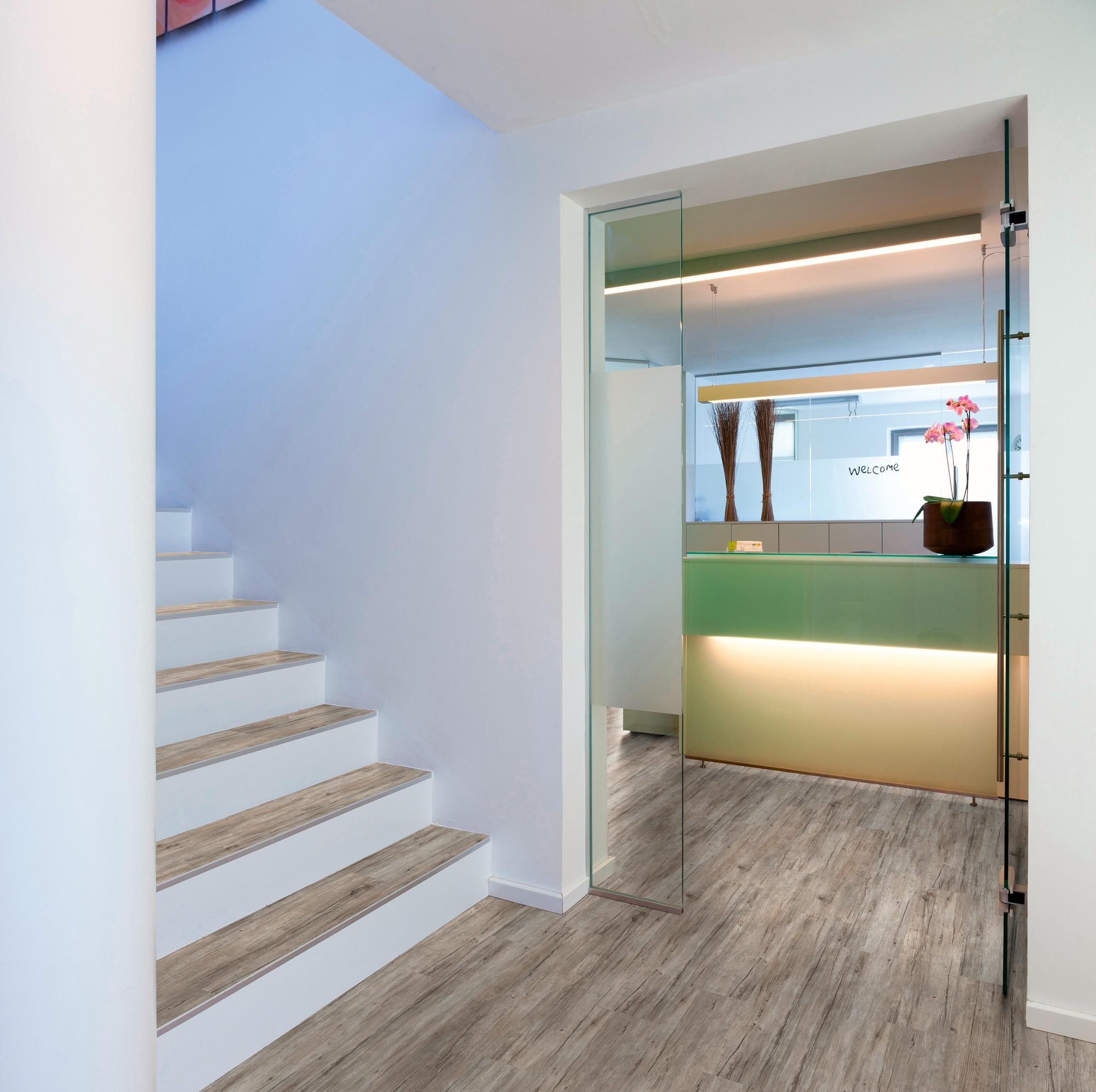 Designboden - Contract 0,55 Planke kleben 1