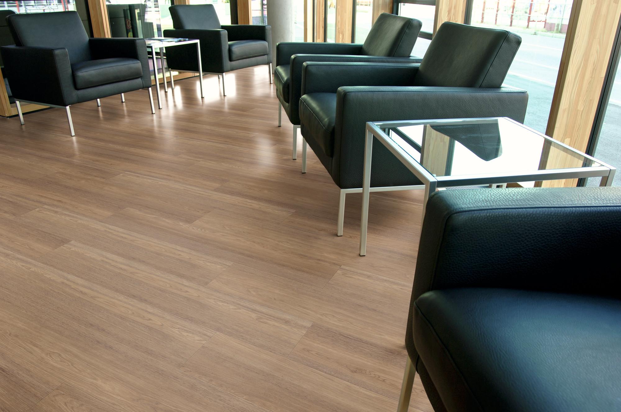 Designboden - Contract 0,55 Planke kleben 2
